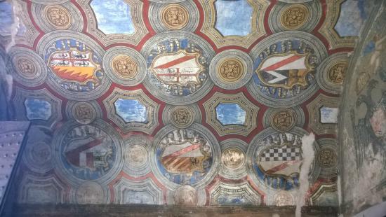 Soffitto A Volta Affrescato : Ristrutturare una casa d epoca e scoprire i soffitti affrescati