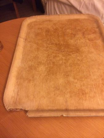 Mercure Wigan Oak Hotel: Room service tray, very old and damaged