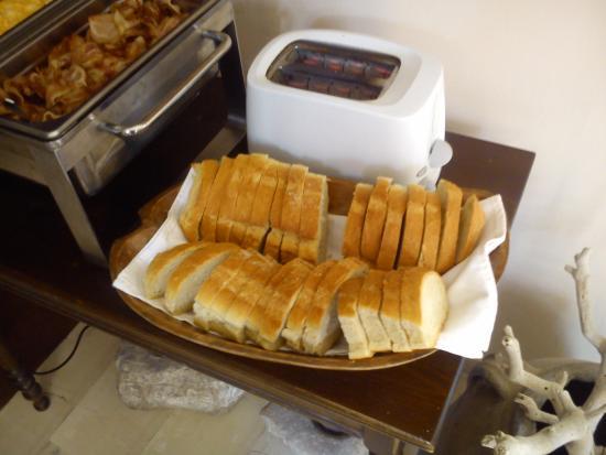 The Boathouse Hotel : breakfast