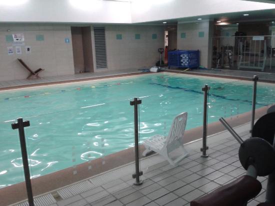 La piscine int rieure photo de novotel paris centre tour - Hotel avec piscine interieure paris ...