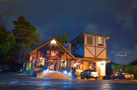 San Rafael, Costa Rica : LA CANTINA DE SABINA, BAR DE VINOS Y MÚSICA EN VIVO