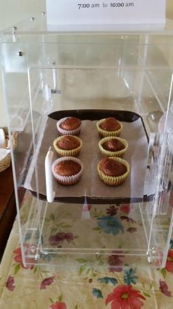 Karsten Hotel: Continental breakfast muffins by Randy. Very good!