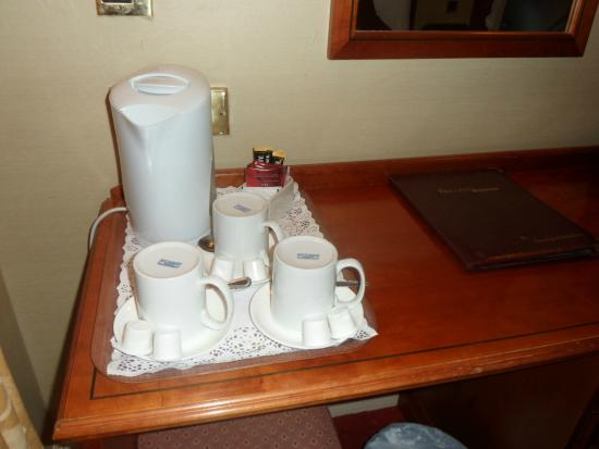 Eyre Square Hotel: Room
