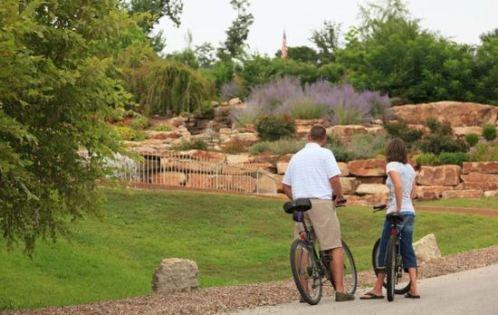 Hermann Hill Vineyard Inn & Spa and River Bluff Cottages : Ride the Katy Trail or to nearby wineries