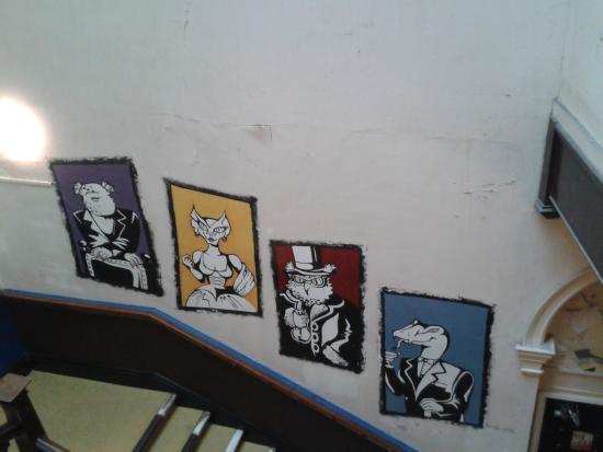 Caledonian Backpackers: Sur le mur dans le hall d'escalier