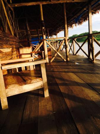 Kurupira Floating Cabin Amazonas : La luz del atardecer en el balcón