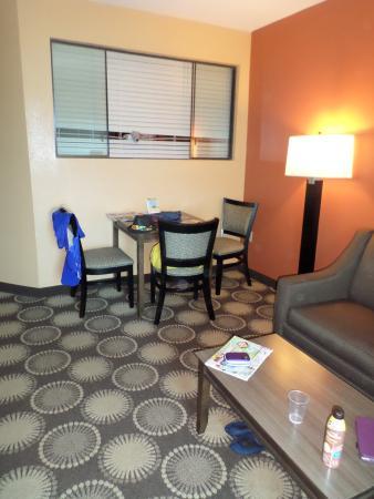Best Western New Smyrna Beach Hotel & Suites: Kitchen 1