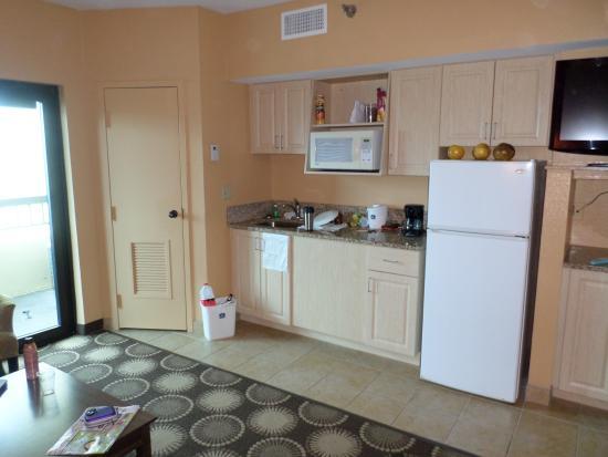 Best Western New Smyrna Beach Hotel & Suites: Kitchen 2