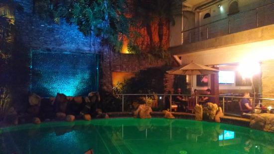 Hotel Rio Malecon Puerto Vallarta : The pool area at night