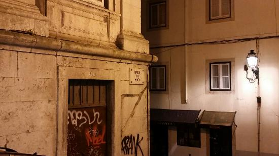 Inn Bairro Alto Bed & Breakfast : Square where the hostel is located