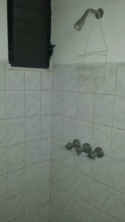 Hotel Alegria: Bathroom