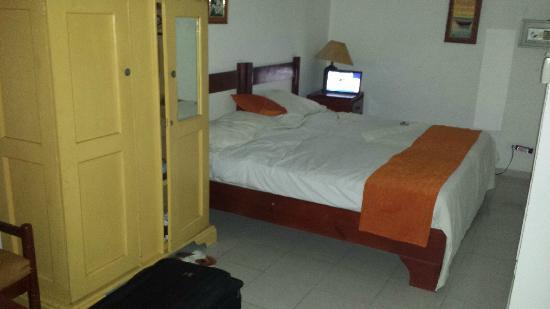 Hotel Alegria: Bed