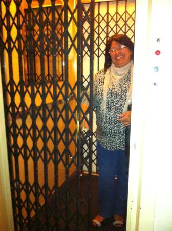 Austral Hotel Montevideo: Elevador