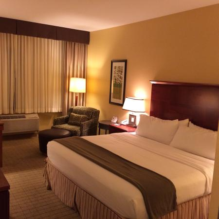 Holiday Inn Express Denver Airport: My room, very spacious, clean with a big table in the corner
