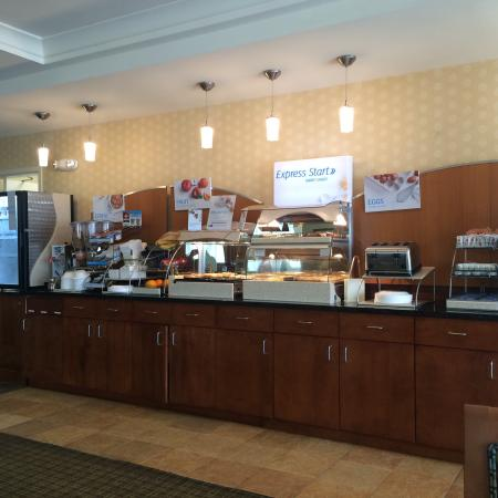 Holiday Inn Express Denver Airport: Breakfast - standard spread