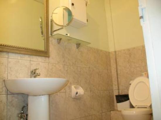 Airport Suites Hotel: Bathroom
