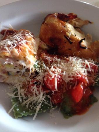 Pasta em Casa: Ilha de massas com a proteína do dia. Pode repetir quantas vezes aguentar !!!