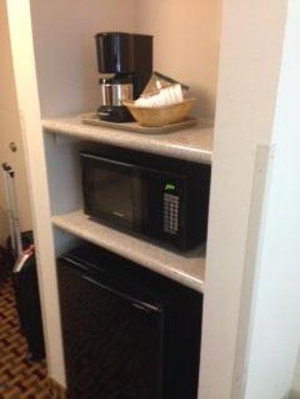 Comfort Inn & Suites: micro and fridge