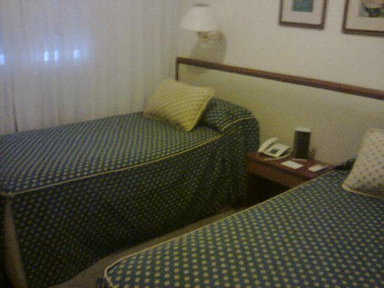 Hotel Iruna Mar del Plata: habitacion