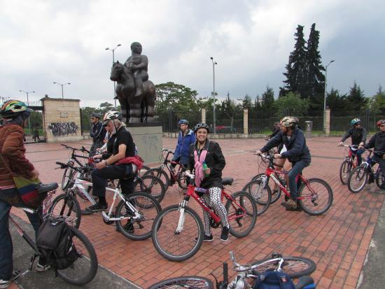 Bogota Bike Tours: Una explicación sobre Botero y los cementerios