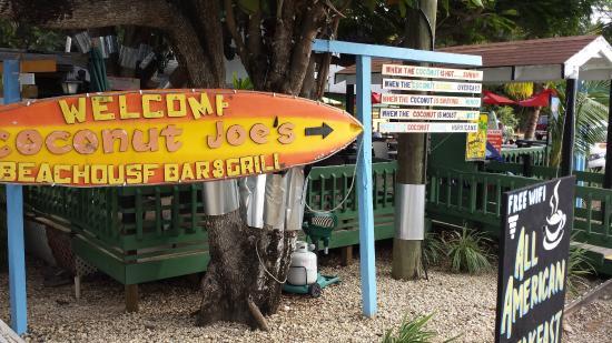 Coconut Joe's Beach Bar & Grill: entrance