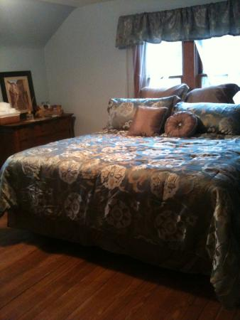 Acorn Ridge Bed and Breakfast: the Northern Pin Oak Room