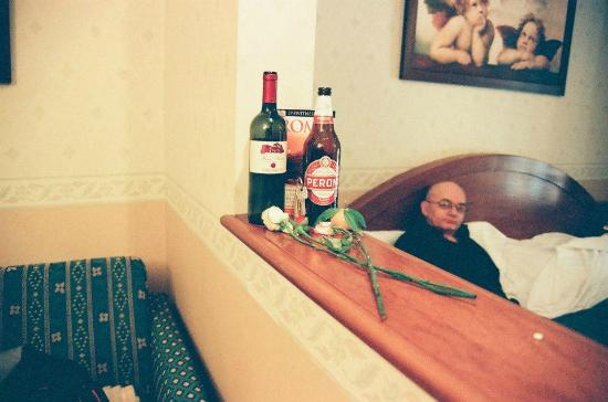Verona Hotel: me relaxing in our room