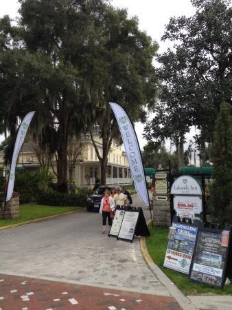 Lakeside Inn: Entry