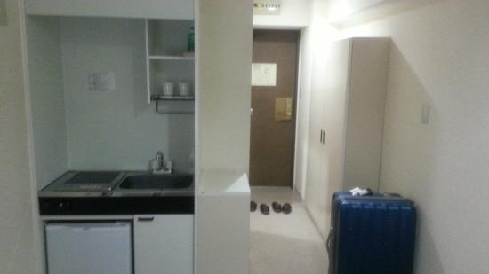 Hotel Mystays Higashi-Ikebukuro: 小廚房、玄關