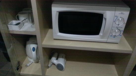Hotel Mystays Higashi-Ikebukuro: 熱水瓶、微波爐等