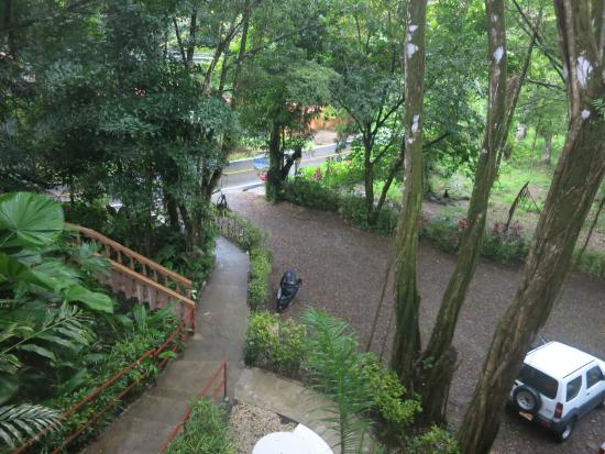 Jungle Beach Hotel at Manuel Antonio : View of parking lot from Room 11