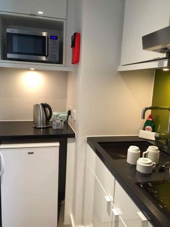 Citadines Holborn-Covent Garden London : Kitchenette in Studio apartment