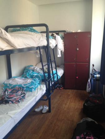 Flinders Backpackers: Tiny room