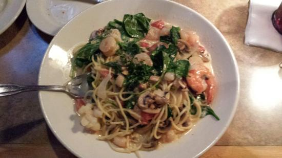 By-Th'-Bucket Bar and Grill: Lobster spaghetti