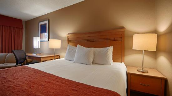 BEST WESTERN Aladdin Inn: We offer Kitchenette Suites with one queen bed!