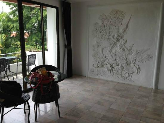 Club Bamboo Boutique Resort and Spa : encarved wall