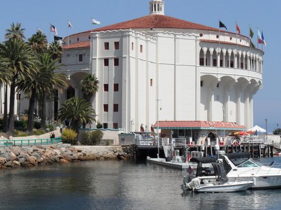 Snug Harbor Inn: casino ballroom