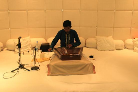Jewel Of Nizam: Santoor Player