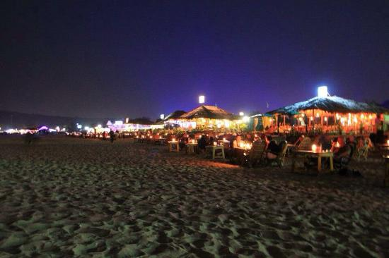 Colonia Santa Maria (CSM): Beach shacks at night