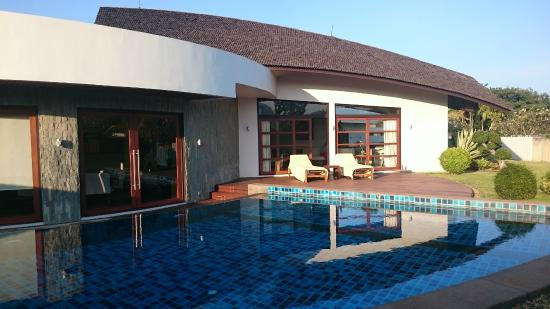 Azaya Villas : huge pool