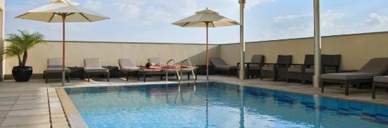 Centro Al Manhal Abu Dhabi by Rotana: Rooftop Pool
