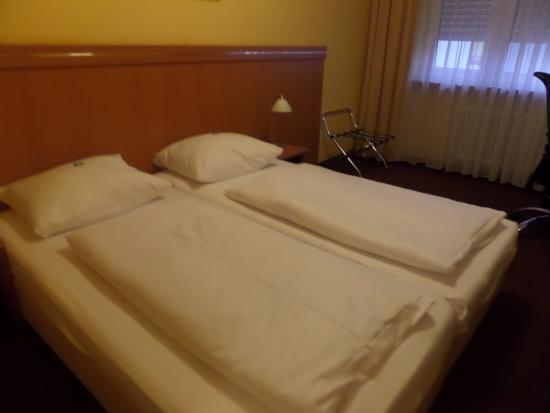 ‪‪Hotel Hamburg‬: Small bed‬