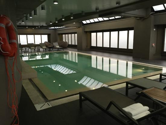 The Hub Hotel : La piscina
