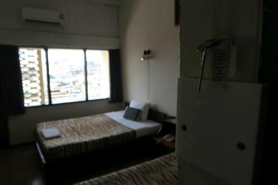 Krung Kasem Sri Krung Hotel: room