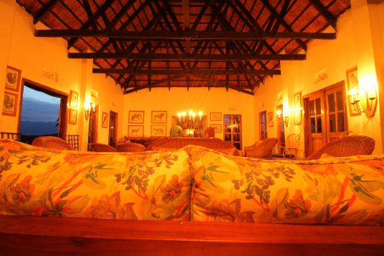 Ndali Lodge: Candlelit Bar