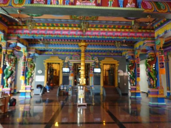 Tempio hindu : On the inside