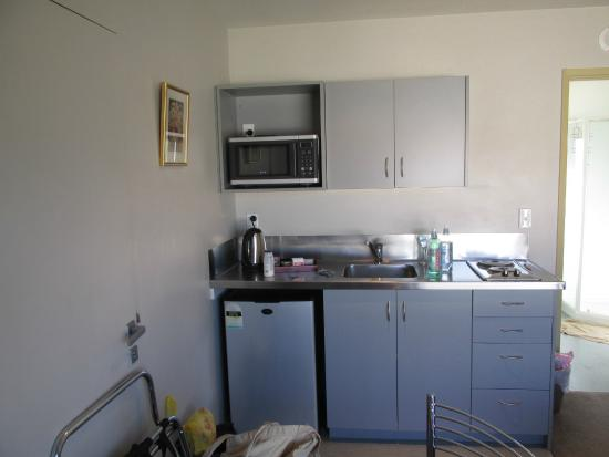 Bealey Avenue Motel: Kitchen corner.