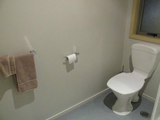Bealey Avenue Motel: Bathroom toilet.