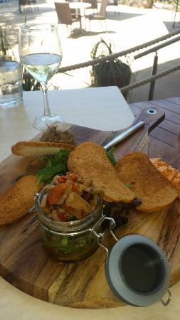 Cape Gloucester Eco-Resort: Antipasto lunch