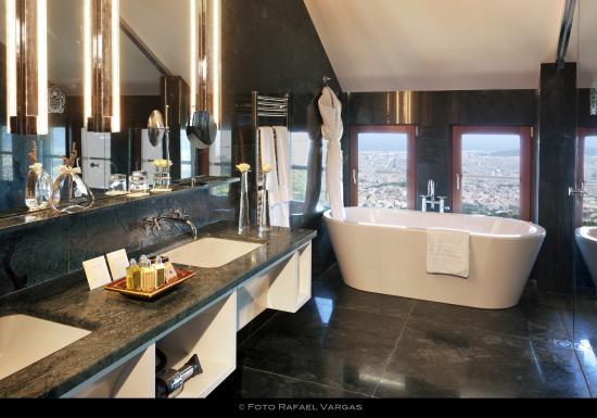 spa by l 39 occitane fotograf a de gran hotel la florida. Black Bedroom Furniture Sets. Home Design Ideas